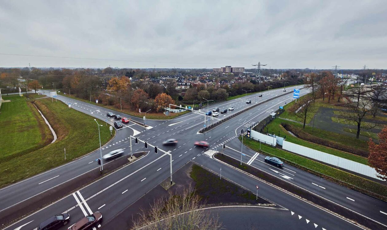 Luchtfoto van Kruising Ringweg Almelo