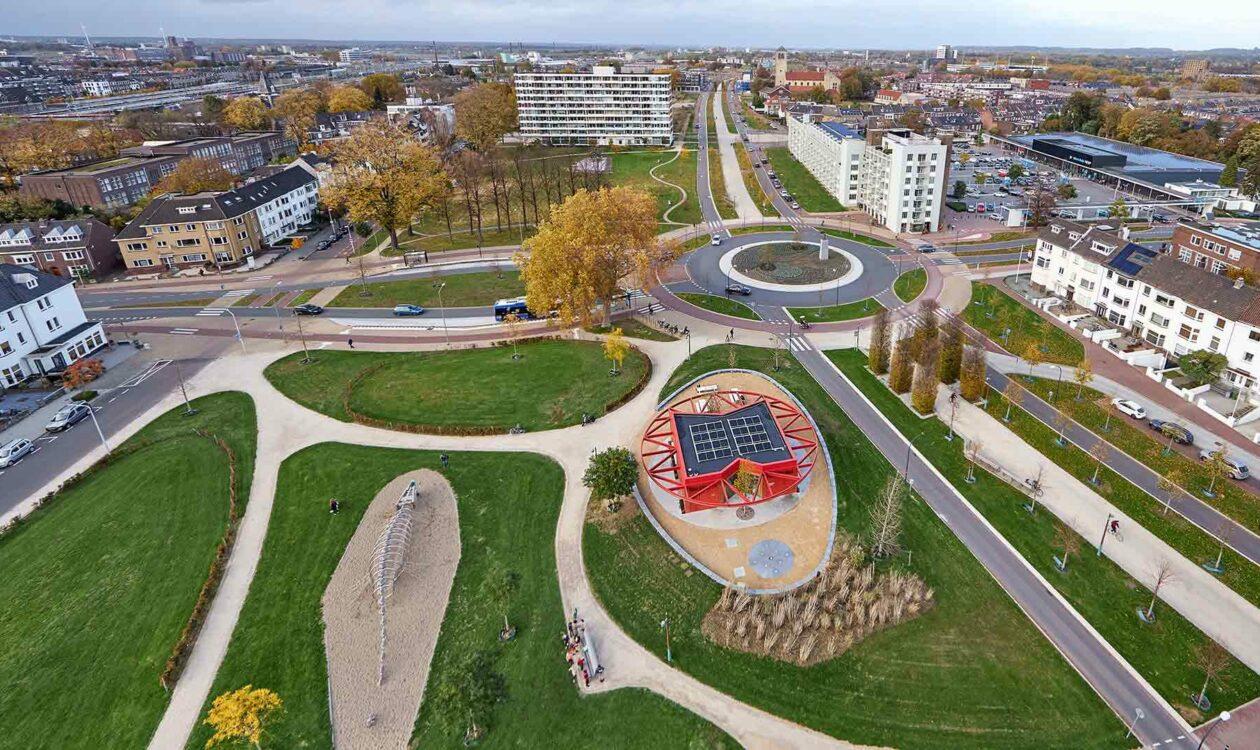 Luchtfoto van kruispunt in gebied 'De Groene Loper' in Maastricht