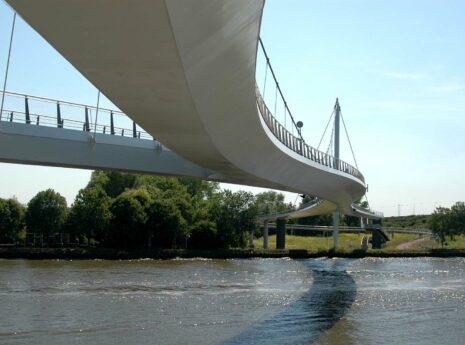 Nesciobrug over het water in Amsterdam
