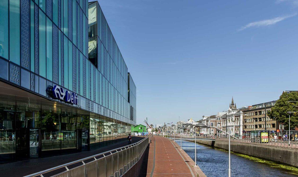 Spoortunnel en treinviaduct in Delft