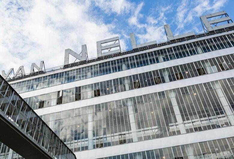 Logo op het gebouw van de Van Nelle Fabriek in Rotterdam