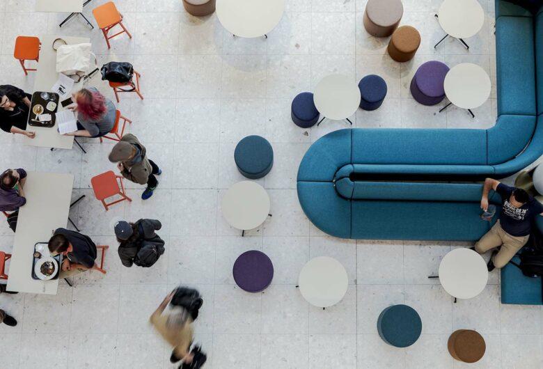 Atrium waar mensen samenkomen