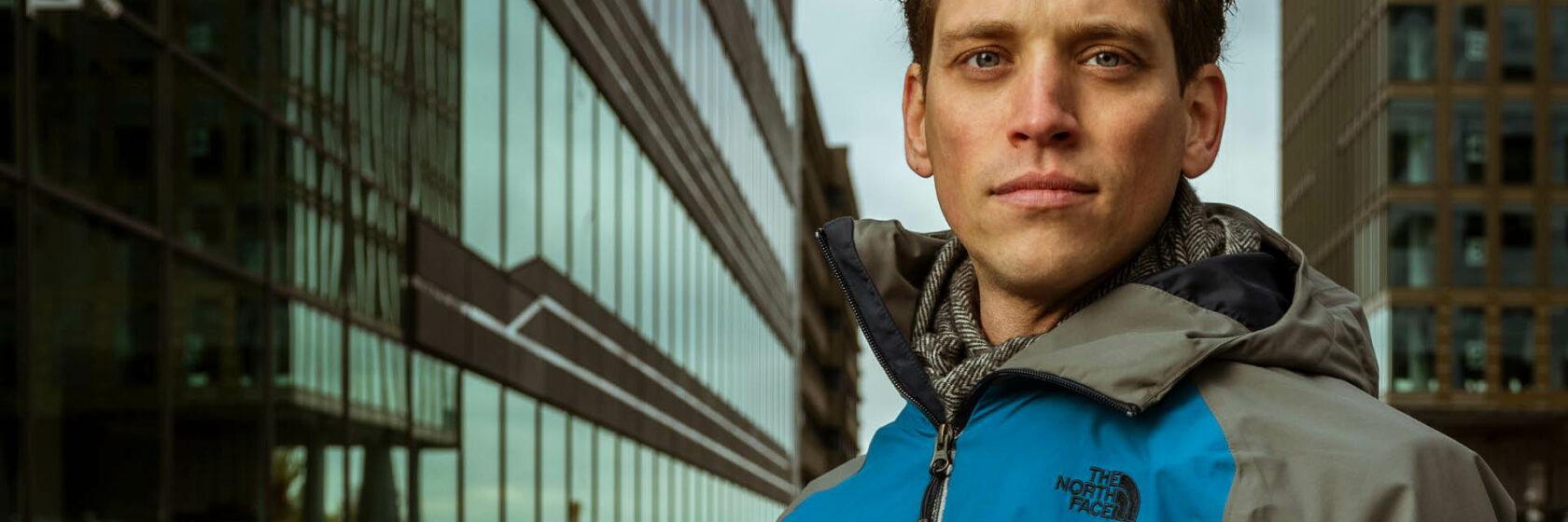 Portretfoto van Sweco adviseur Arend van Woerden overdag