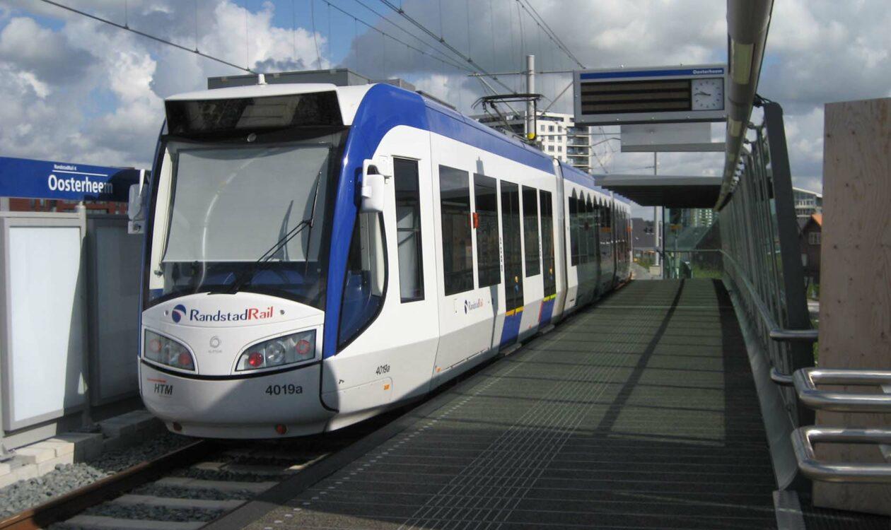 De Oosterheemlijn is de verbinding tussen Zoetermeer 'Oosterheem', Den Haag en Rotterdam.