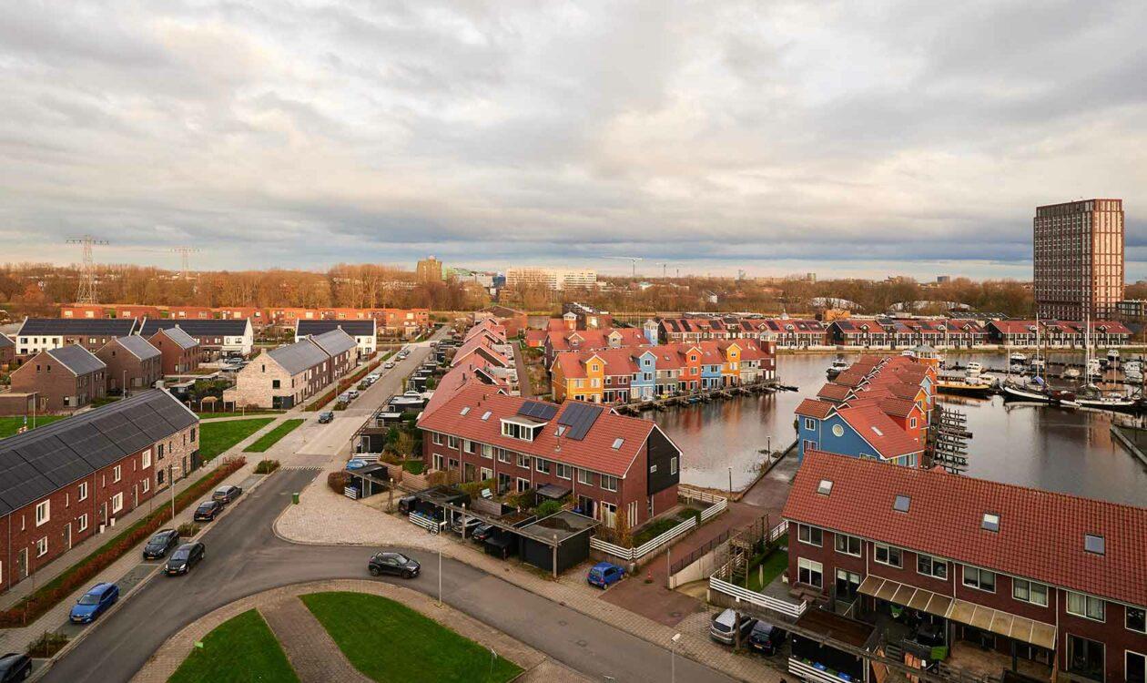 Foto van bovenaf van de Reitdiephaven in Groningen