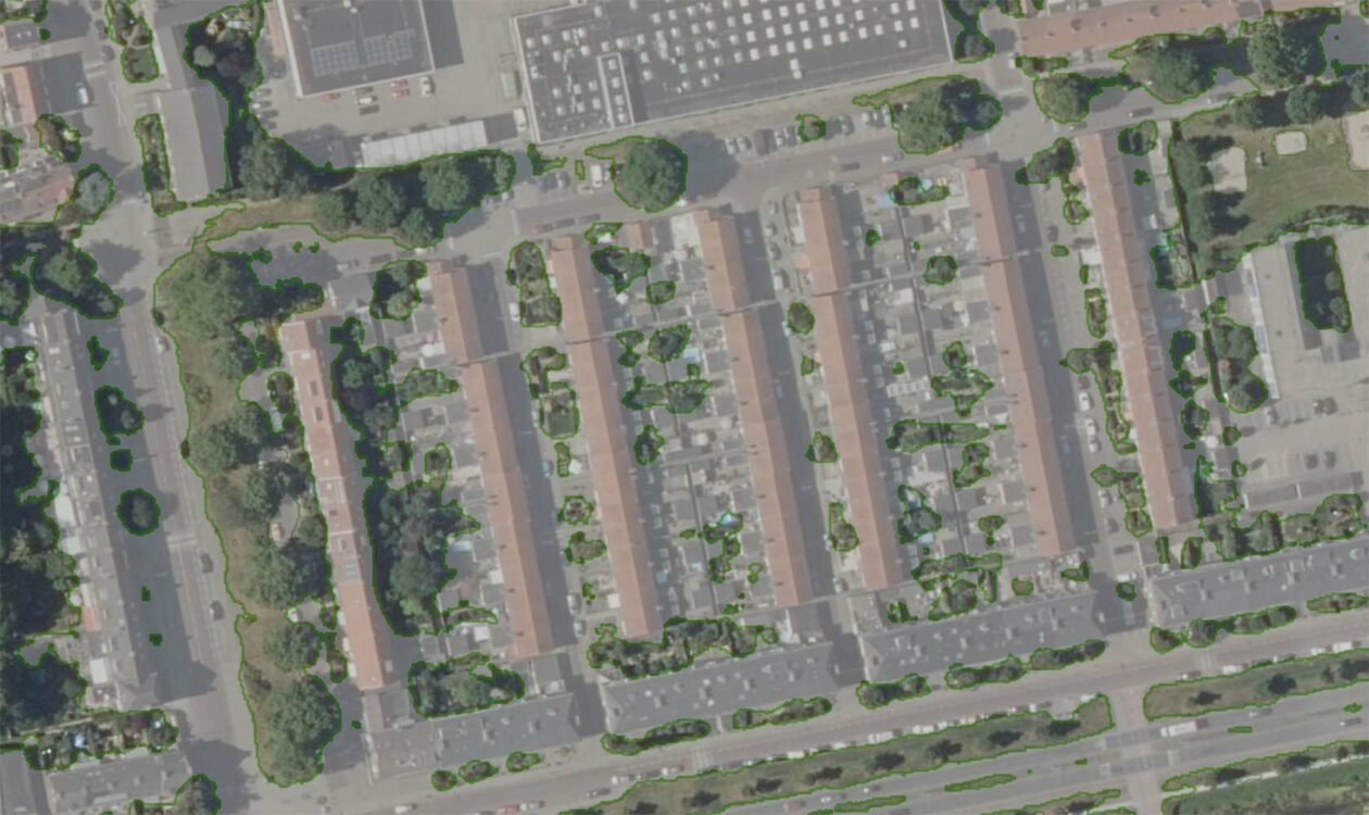 Luchtfoto van woonwijk waarbij groen en bebouwing is te zien
