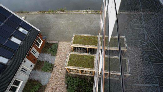 Duurzame woonwijk met groene daken bij Loskade in Groningen
