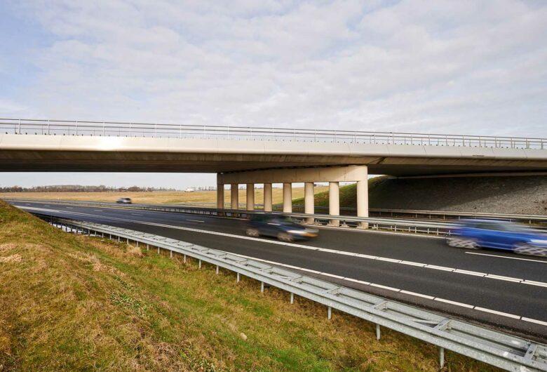 Weg, berm en viaduct Haak om Leeuwarden